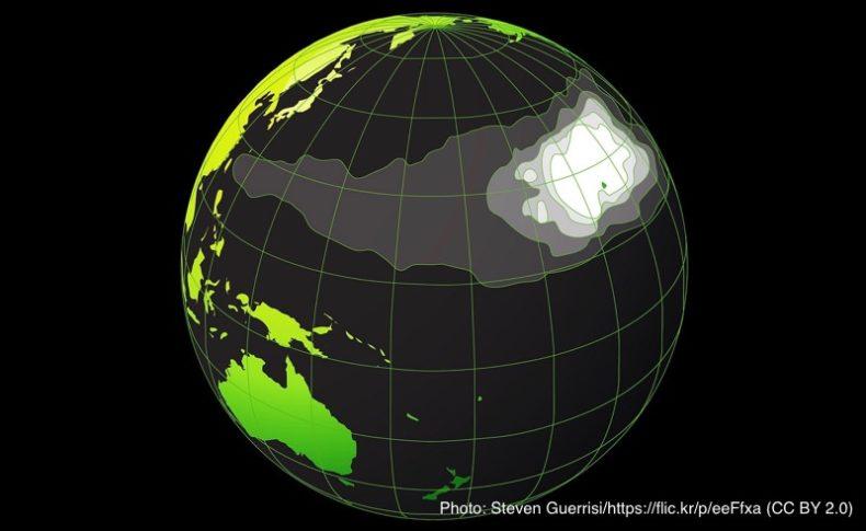 マイクロプラスチックの分布図と太平洋ごみベルト