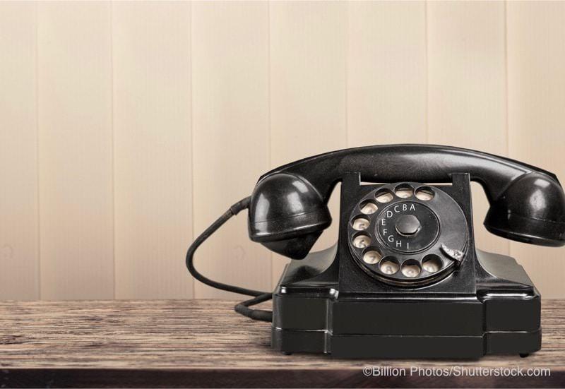 ベークライト製の黒い電話