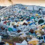 大量のプラスチックごみ