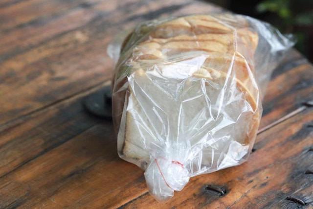 ポリエチレン袋にはいったパン