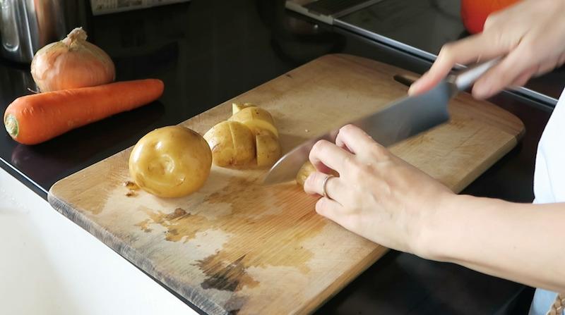 皮付きのまま野菜を調理