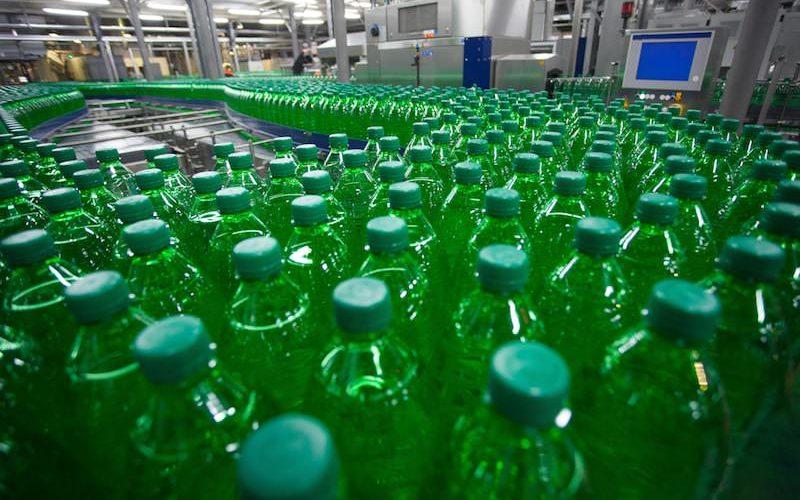 ペットボトルの生産工場