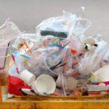 プラスチックゴミの山