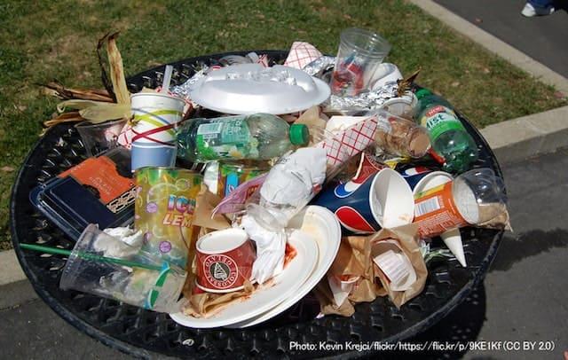 ゴミ箱のプラごみ