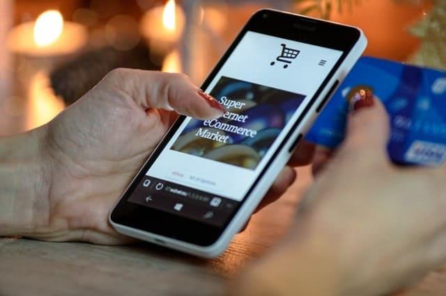 スマホでオンラインショッピング