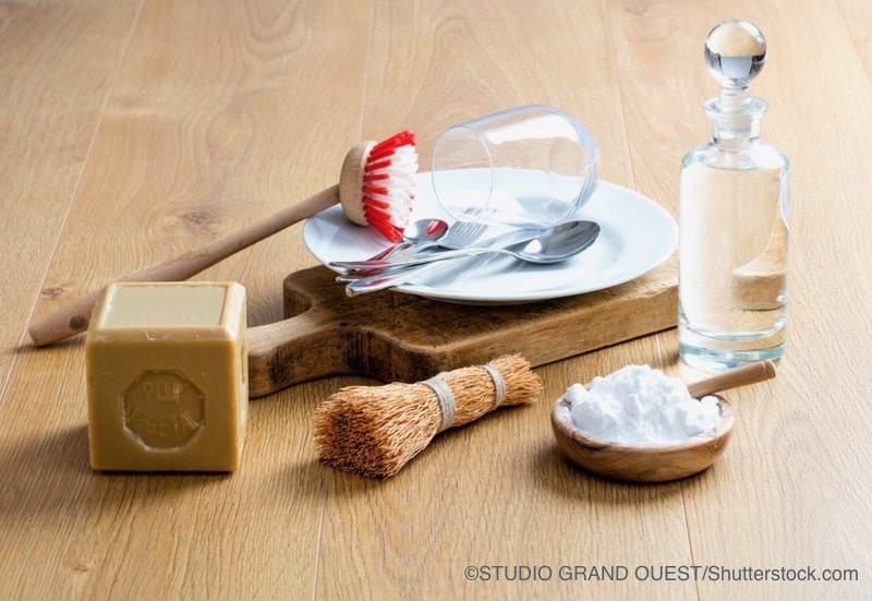 重曹と石けんと酢とブラシ