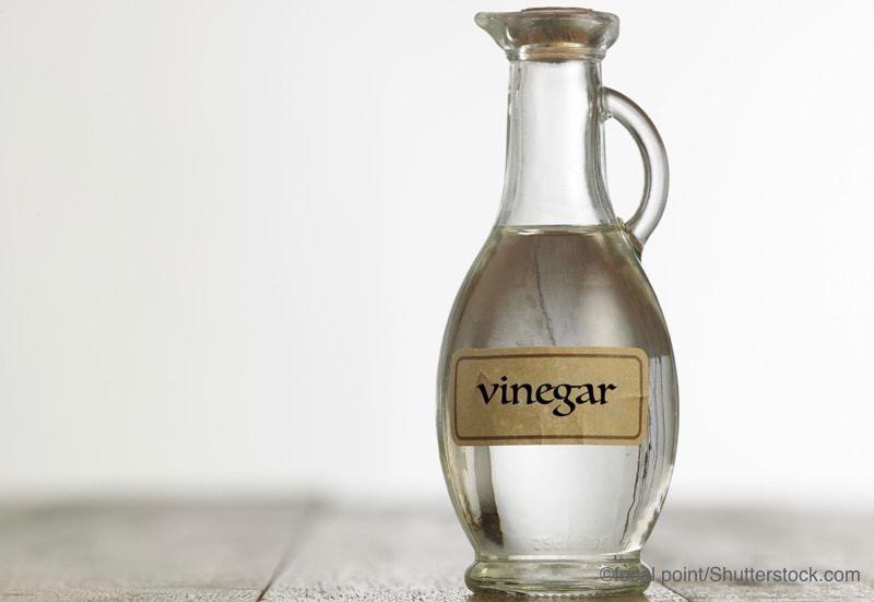 酢の入ったガラス容器