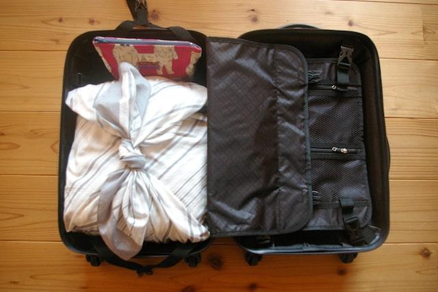 風呂敷を使った旅行の荷造り