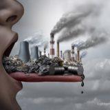プラスチックからでる毒物を口にいれるイメージ