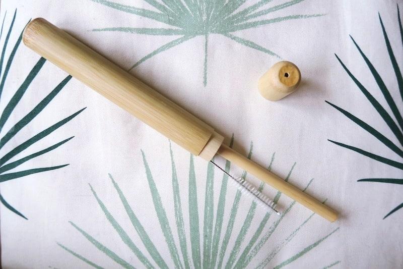 竹ストローの収納ケースと洗浄ブラシ