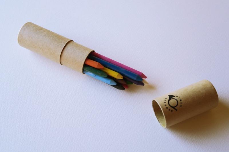 蜜蝋色鉛筆と紙のケース