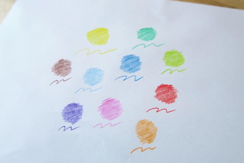 蜜蝋色鉛筆で塗られた円