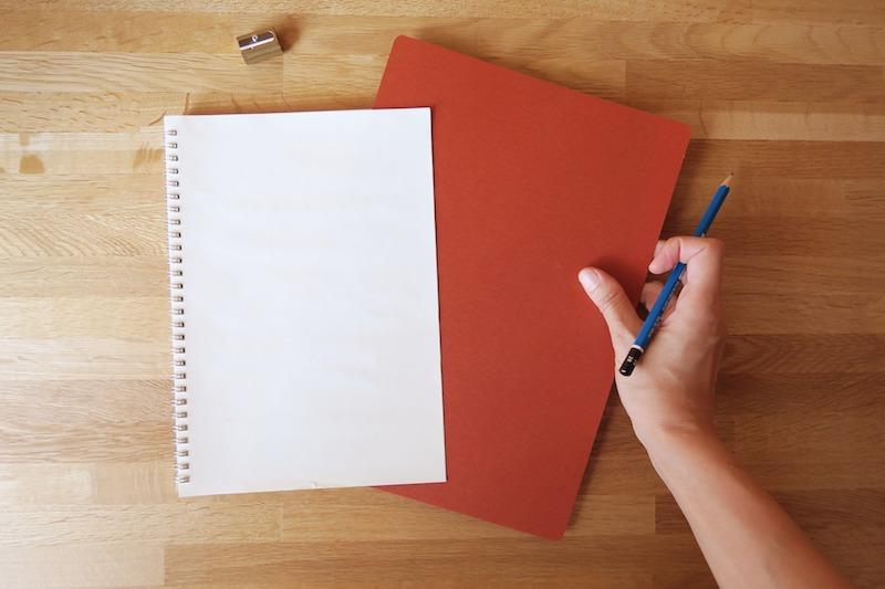 ノートと紙の下敷き