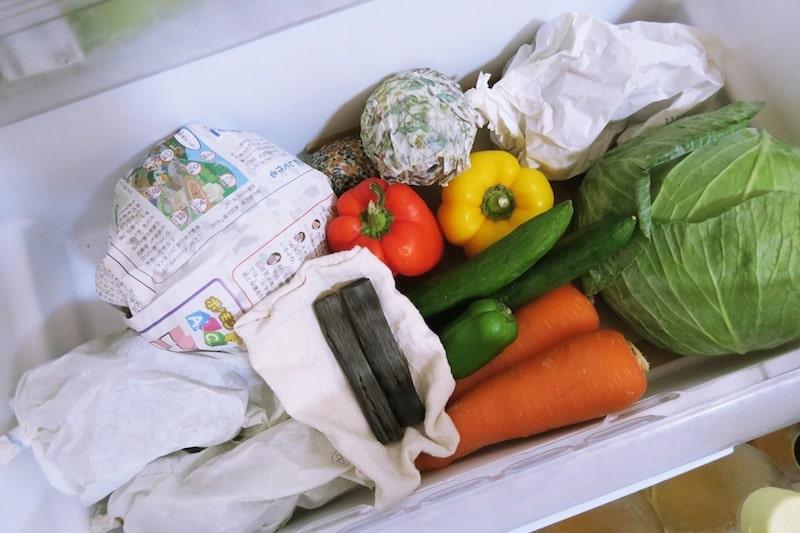 冷蔵庫の野菜室に入れた備長炭
