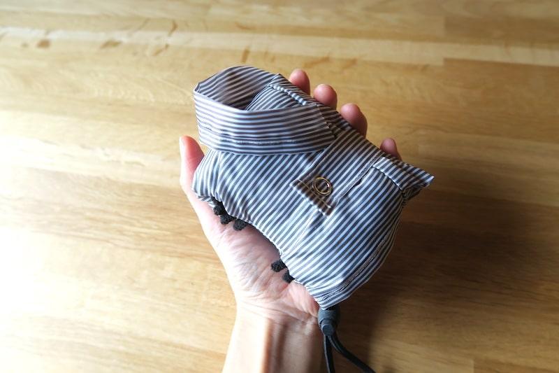 コンパクトに畳んだ傘カバー