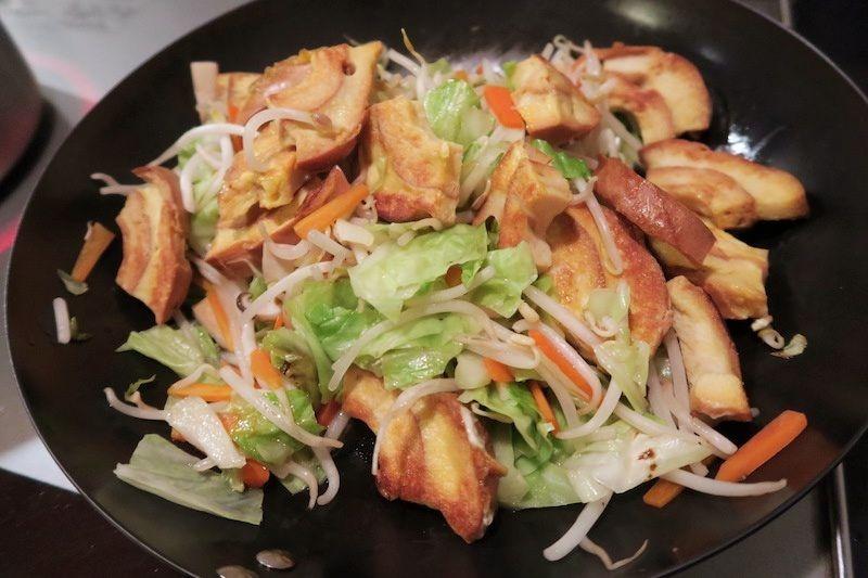 鉄フライパンで炒めた野菜炒め