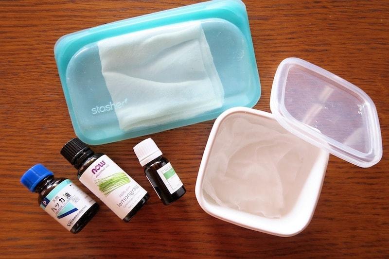 シリコンバッグに入ったおしぼり・琺瑯容器に入ったコットンのお手拭き・3種類の精油