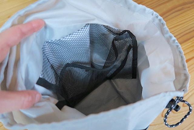 バッグ内部のメッシュ状のポケット