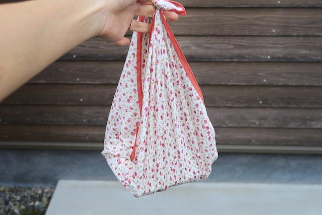 大判ハンカチで作ったしずく型バッグ