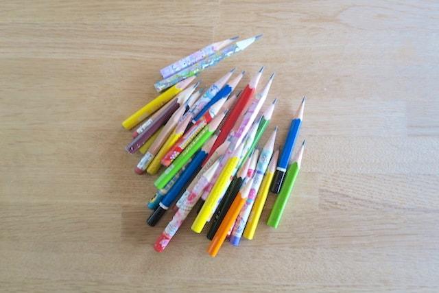 たくさんの短くなった鉛筆