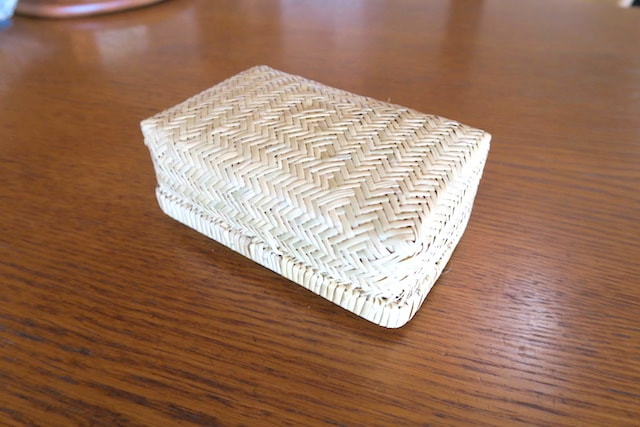 竹かごの弁当箱