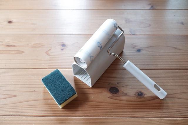粘着テープのコロコロとキッチン用のスポンジ