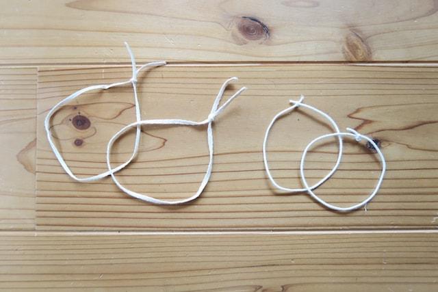 輪っかにした紐とヘアゴム