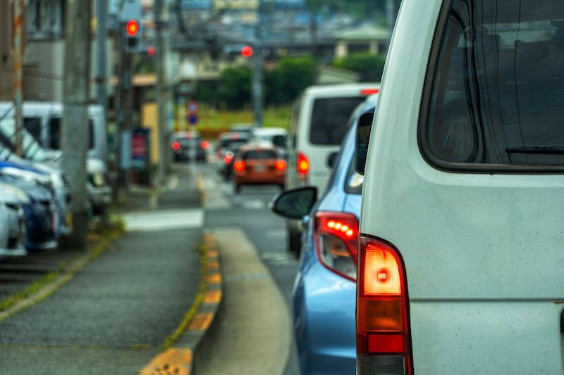 道路を走行する車