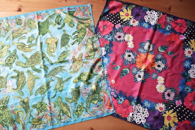 亀の模様と花柄の2種類のラッシュの風呂敷