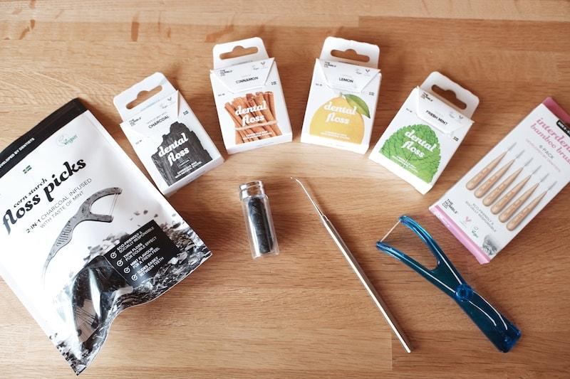 紙パッケージやガラス容器のデンタルフロスと歯間ブラシ