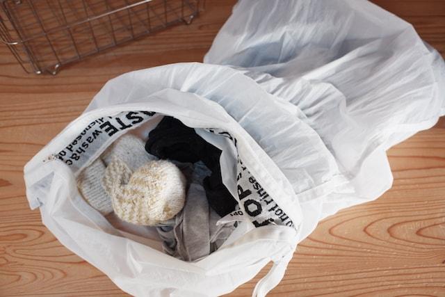 洗濯物を入れたウォッシングバッグ