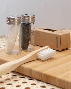 サステイナブルドットの竹歯ブラシとシルクのフロス