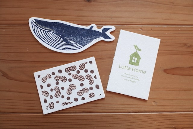 クジラ、豆、家の絵柄の3種類のポップアップスポンジ