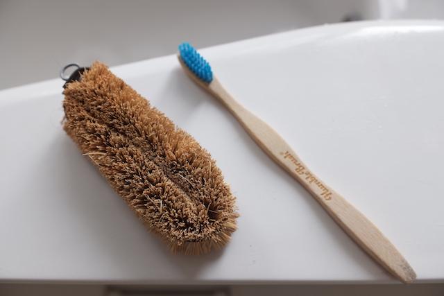 タワシと竹歯ブラシ
