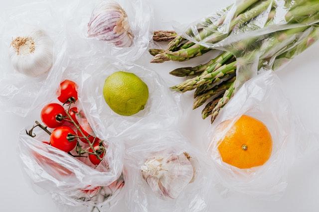 ポリ袋に入った野菜