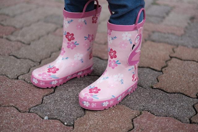 フラミンゴと花柄の長靴
