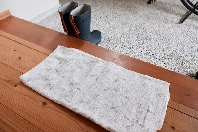 玄関に敷いた足拭きタオル