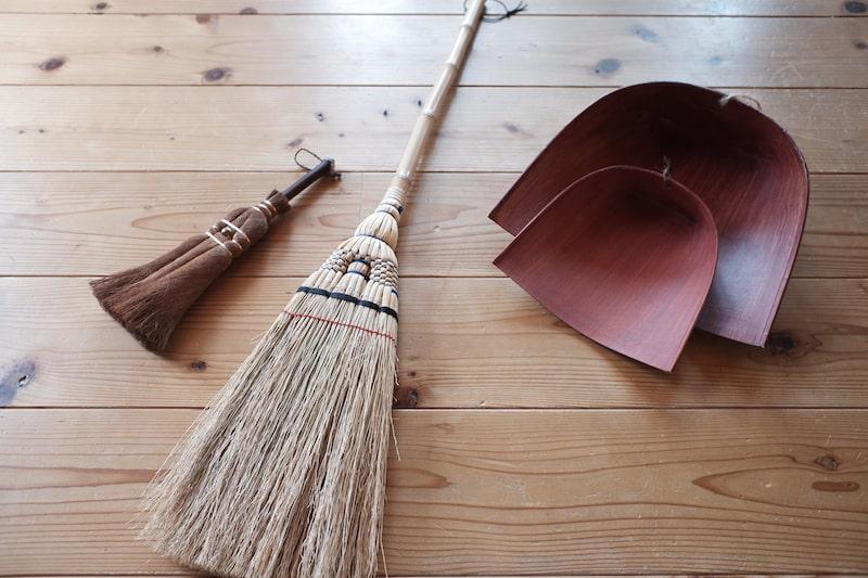 江戸箒、棕櫚箒と2つのはりみ