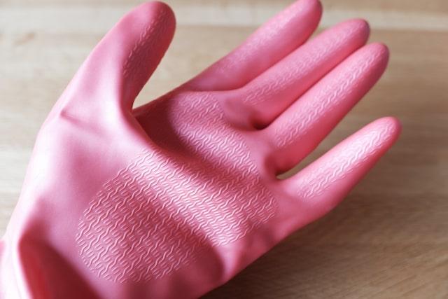 指先と手のひらのエンボス加工